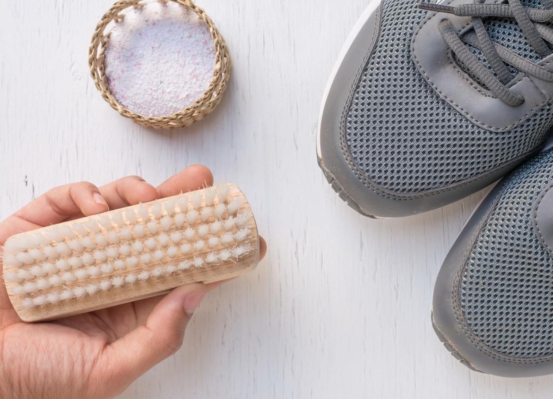 Come pulire le sneakers a mano o in lavatrice